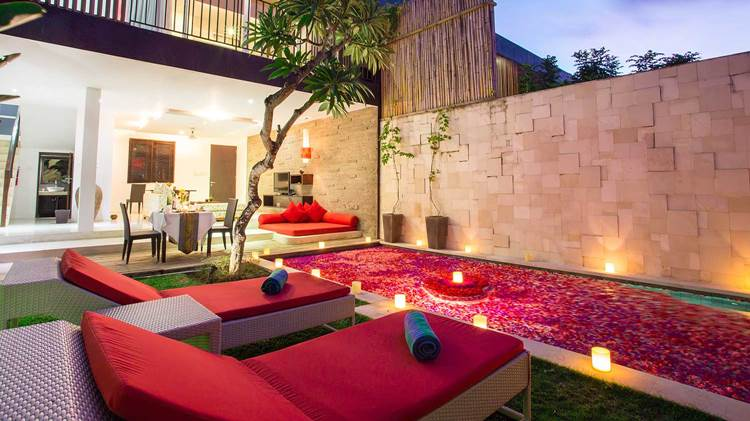 Dekorasi Cadle light dinner di Villa untuk honeymoon