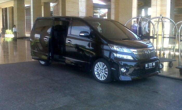 Daftar harga sewa Mobil di Bali dengan driver yang ramah dan sumringah