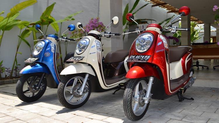 Jasa sewa sepeda motor Bali