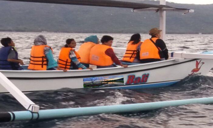 Penyewaan perahu di Lovina untuk melihat lumba lumba / Dolphin