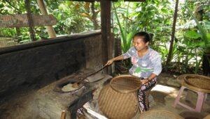 Pembuatan kopi Luwak di Bali