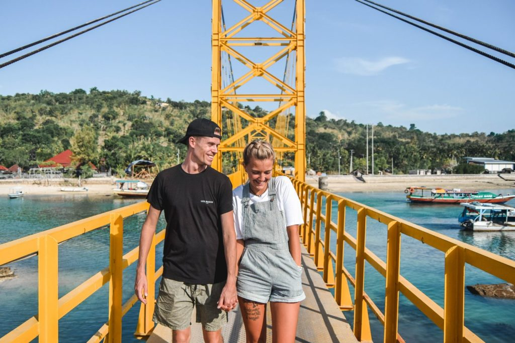 Buat Fotomu Instagramable di Yellow Bridge Nusa Ceningan - wanderersandwarriors.com