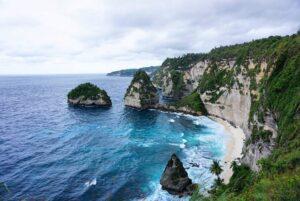 Pantai Atuh Menjadi Tempat Wisata di Bali Terbaru Karena Merupakan Raja Ampatnya Bali - kintamani.id