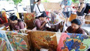 Pengerajin batik di Bali