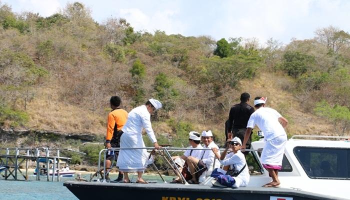 Sewa Kapal Ke Pulau Menjangan Untuk Sembahyang / Bertamaysia
